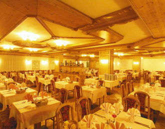 sala-ristorante-notte